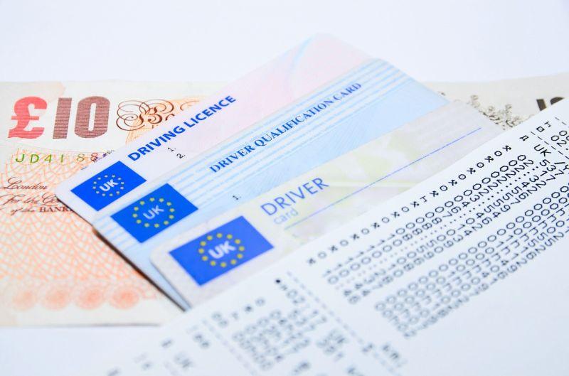 Jakie są koszty związane z wyrobieniem prawa jazdy?